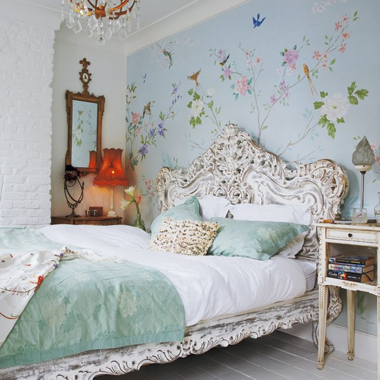 Fairytale bedroom take a tour around an eclectic for Victorian house bedroom ideas