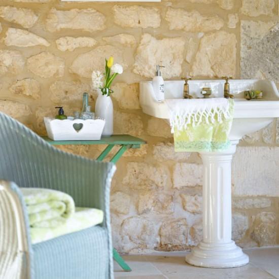 Rustic country bathroom | Small bathroom | Bathroom design idea | Image | Housetohome