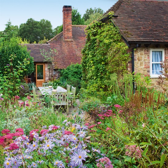 Country cottage garden tour for Cottage garden ideas