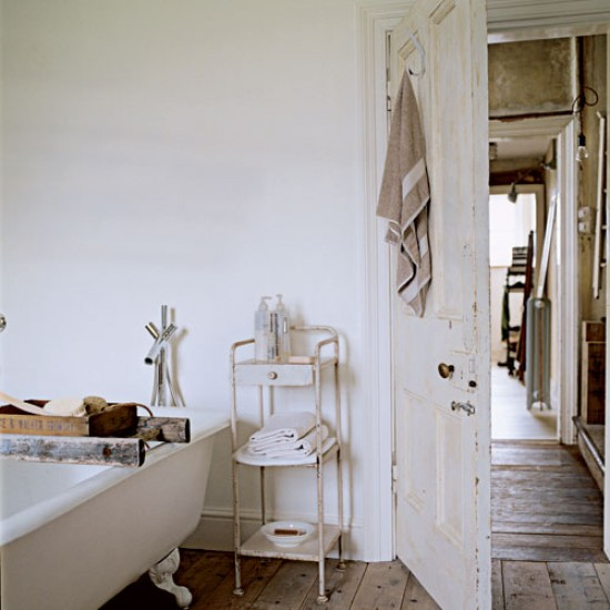 Shabby-chic bathroom | Take a tour around a salvage-lovers home | House tours | PHOTO GALLERY