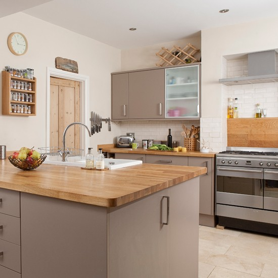 White Kitchen Units With Oak Worktop: Traditional Kitchen