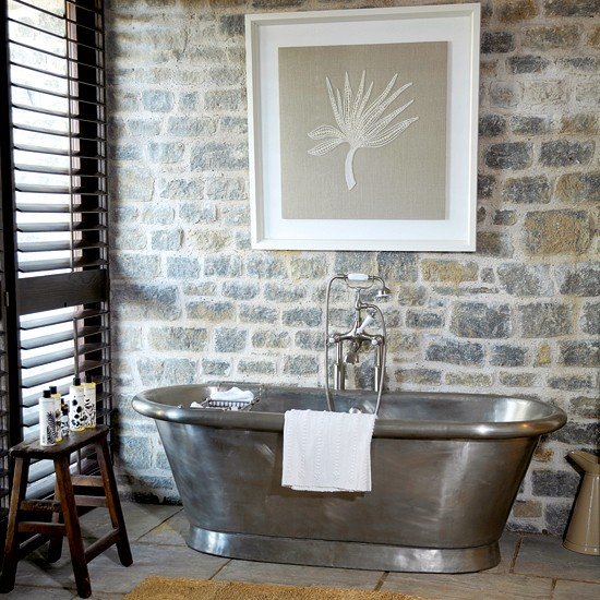 Baño De Tina Con Ruda:Natural Materials Bathroom