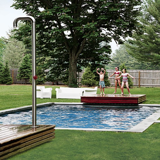Garden with swimming pool modern family house tour usa for Family garden pool