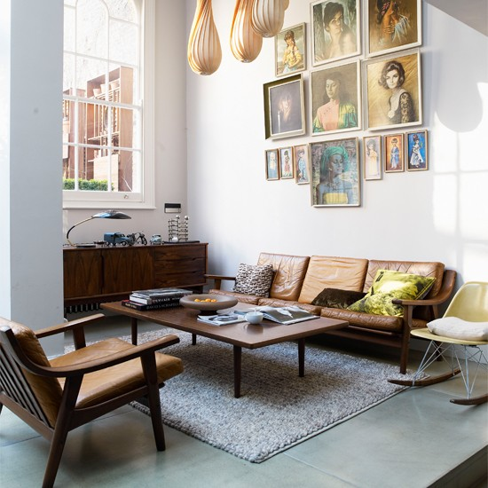 Living room jamie theakston 39 s quirky london home for Quirky apartment design
