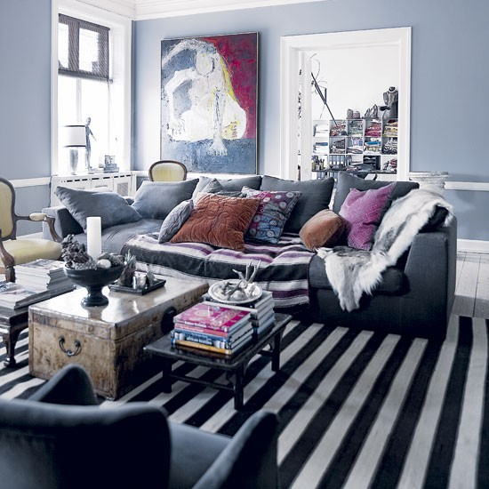 Cool Living Room Decorating Ideas: Cool City Apartment Dressed For Christmas
