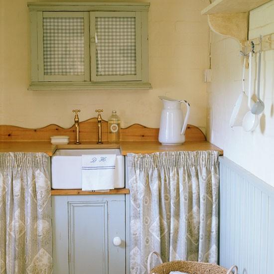 Skaker style kitchen cupboard door knobs celia rufey 39 s kitchen design ideas and advice - Kitchen cupboard door knobs uk ...