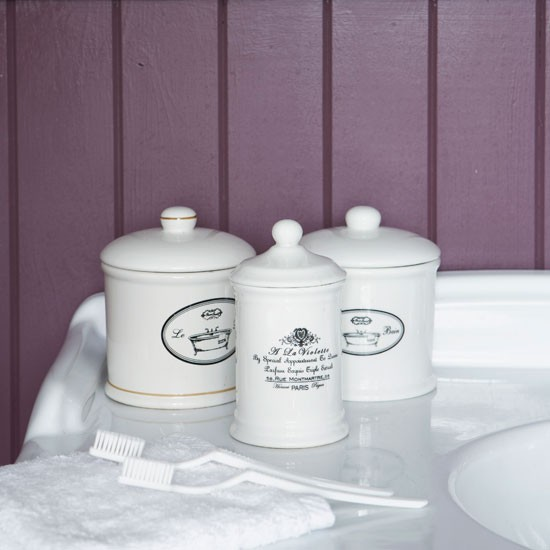 Bathroom accessories victorian bathroom makeover step for Bathroom decor uk