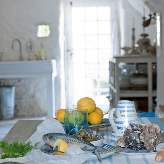 Create a relaxed dining look | Design ideas: coastal living