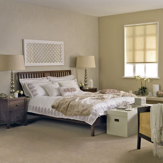 Relaxing feng shui bedroom with double bed, bedside tables and bedside lamps
