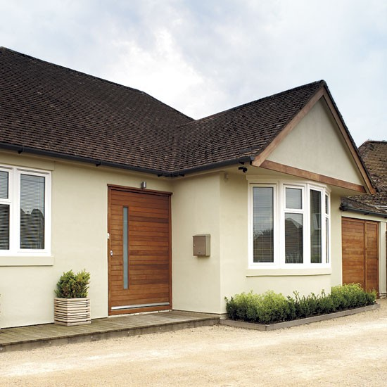 Step inside a cool california style sussex home for Bungalow designs uk