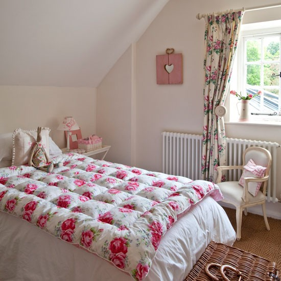 Pretty pink bedroom | bedroom design idea | Floral curtain | Image | Housetohome