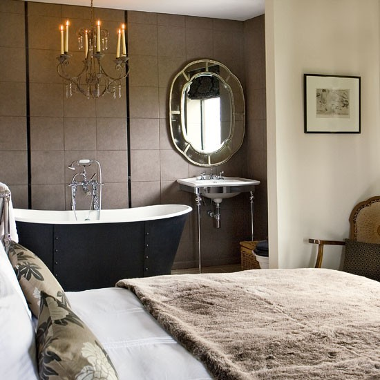 Bedroom with luxury bath step inside a cosy fisherman 39 s for En suite bedroom designs
