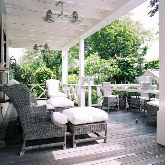 Veranda step inside a colonial style dutch house for Outdoor verandah designs