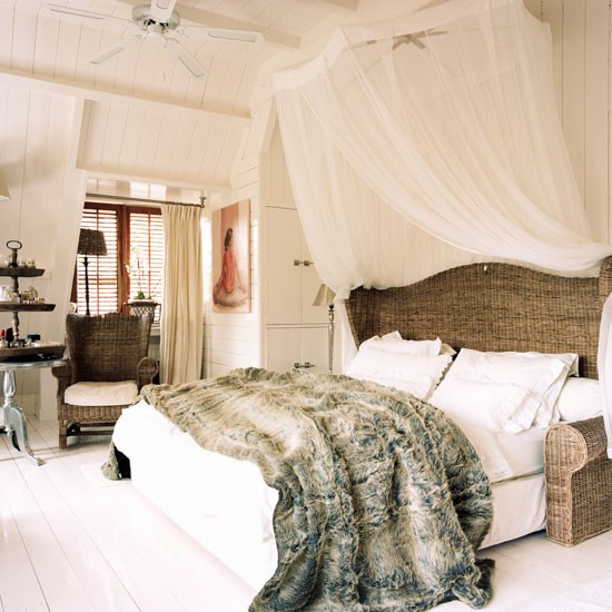 Bedroom step inside a colonial style dutch house for Colonial style bedroom ideas