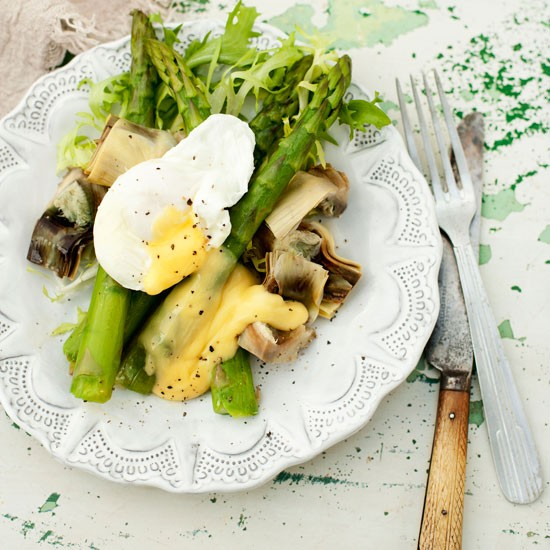 Al dente vegetables and a soft egg make for a delicious salad