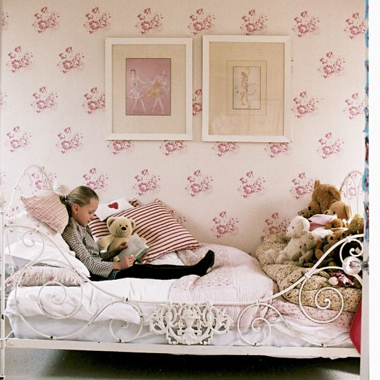 Girl 39 S Pink Bedroom Take A Look Around This Relaxed