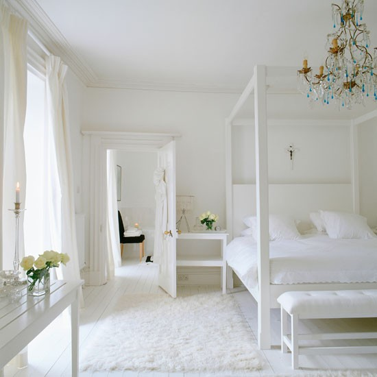 Chunky white four poster bed celia rufey 39 s bedroom for Bedroom designs with four poster beds