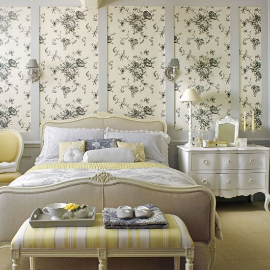 floral country bedroom how to create a country house. Black Bedroom Furniture Sets. Home Design Ideas