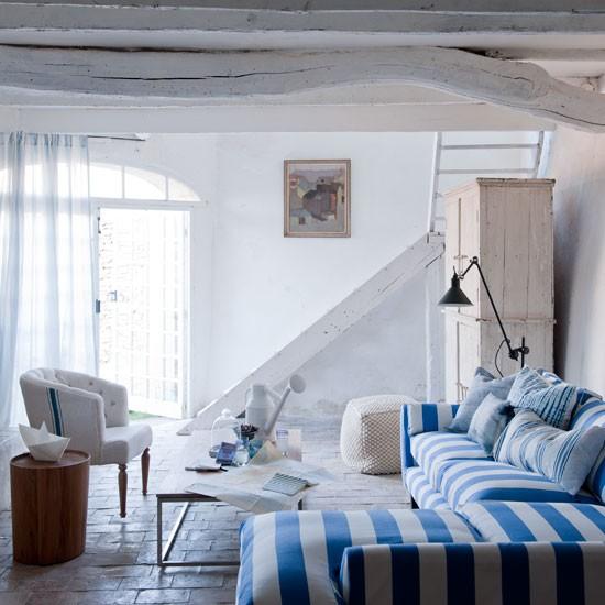 http://housetohome.media.ipcdigital.co.uk/96/00000f693/87d4_orh550w550/STRIPEY-SOFA-BY-LAURA-ASHLEY.jpg
