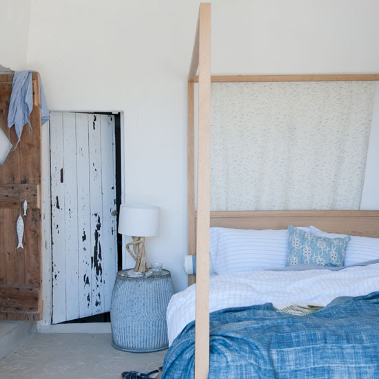 Rustic blue bedroom | Fresh blue bedroom makeovers | Design | Homes & Gardens | PHOTO GALLERY | Housetohome.co.uk