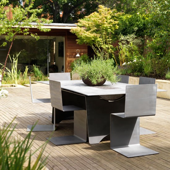 Beautiful And Modern Outdoor Furniture Garden Ideas: Opt For Raised Beds And Decking