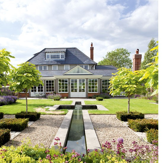 Home Landscape Software Features: Pretty Garden With Water Feature
