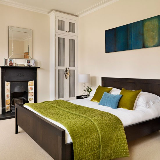 Bedroom with green accents | Runner | Bedroom idea | Modern | Image | Housetohome