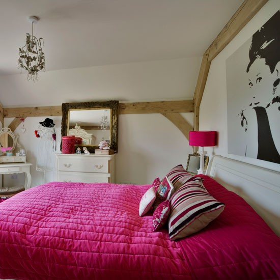 Girl 39 s bedroom be inspired by this rustic new build for Cheap bedroom ideas for girls