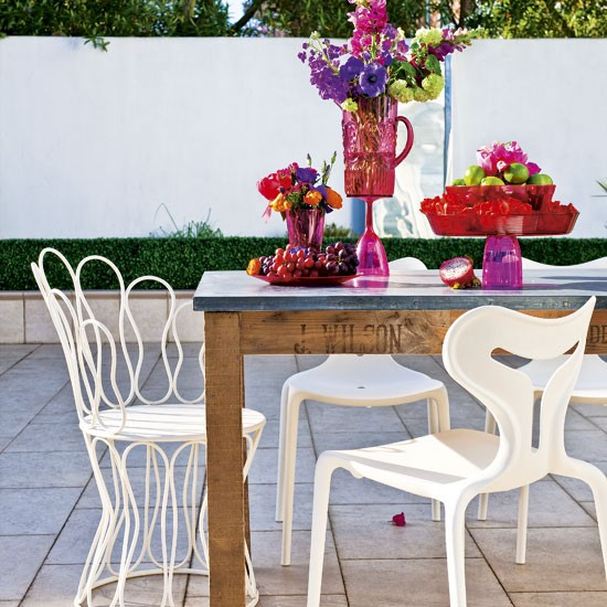 Garden With Colourful Accents Alfresco Dining Idea