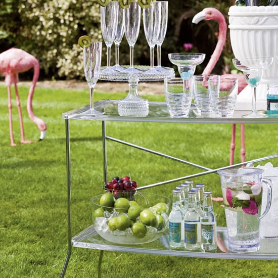 Eclectic garden | Hostess trolley | Garden entertaining idea | Image | Housetohome