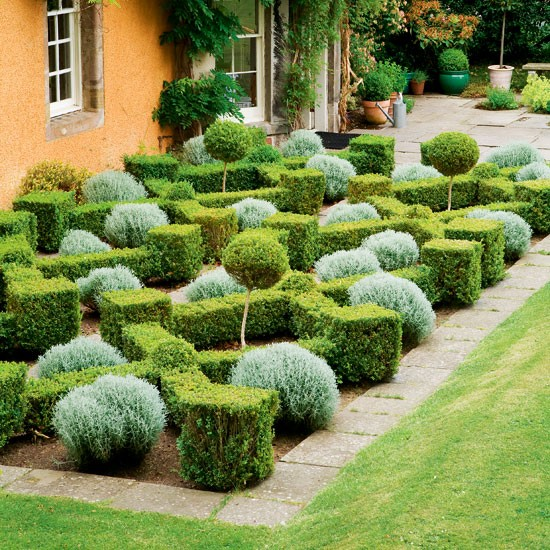 Box parterre garden formal garden design idea for Formal garden design
