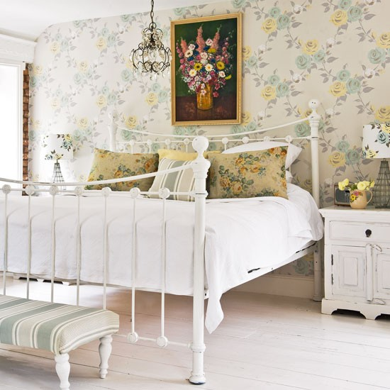 Traditional cottage bedroom bedroom decorating idea for Cottage bedroom ideas