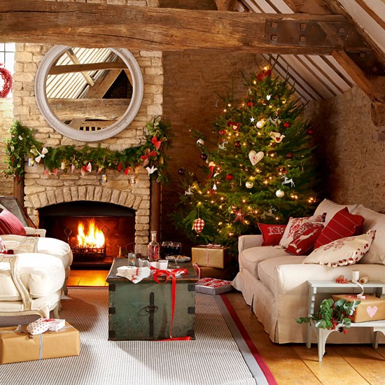 Choose a bold natural tree | Handmade Christmas decorating ideas | Christmas crafts | Christmas | PHOTO GALLERY | Country Homes & Interiors | Housetohome