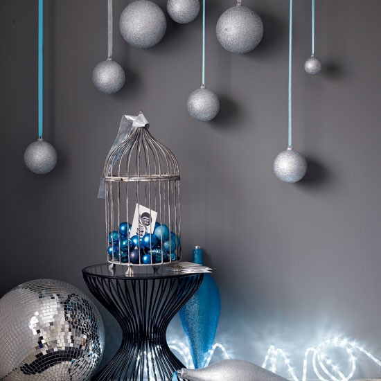 Display baubles magical modern christmas decorating for Modern christmas home decorations
