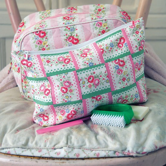 Patchwork craft ideas | Floral Washbag