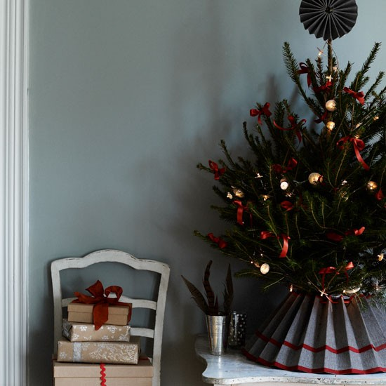 Christmas Decorations And Trees Uk : Make a skirt for the tree traditional christmas