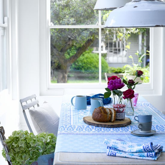 Go for chic blue and white tableware | dining room | country | PHOTO GALLERY | Country Homes & Interiors | Housetohome