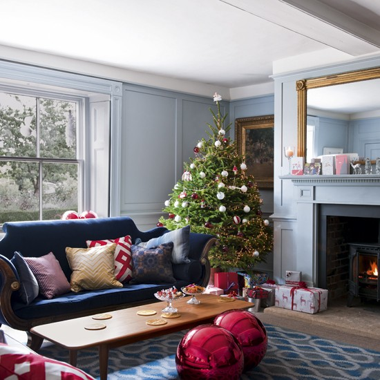 Christmas living room step inside a georgian farmhouse for Georgian living room ideas
