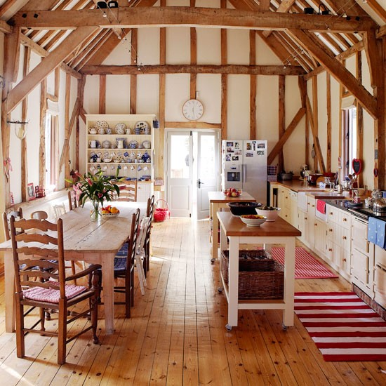 Country homes interiors takes a tour round this cosy for Country kitchen dining room ideas