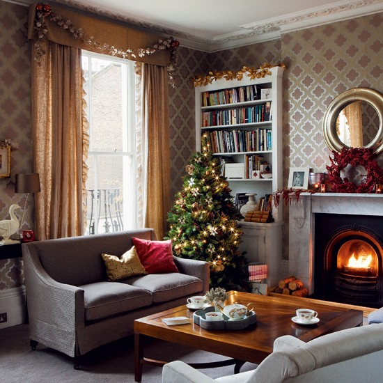 Christmas living room timeless christmas decorating for Xmas room design