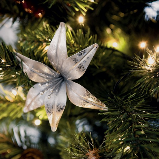 christmas tree decorations with flowers photo2