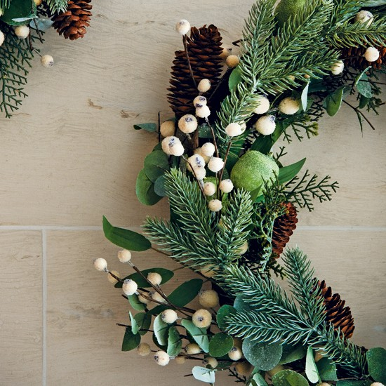 Natural-look Christmas wreath decoration
