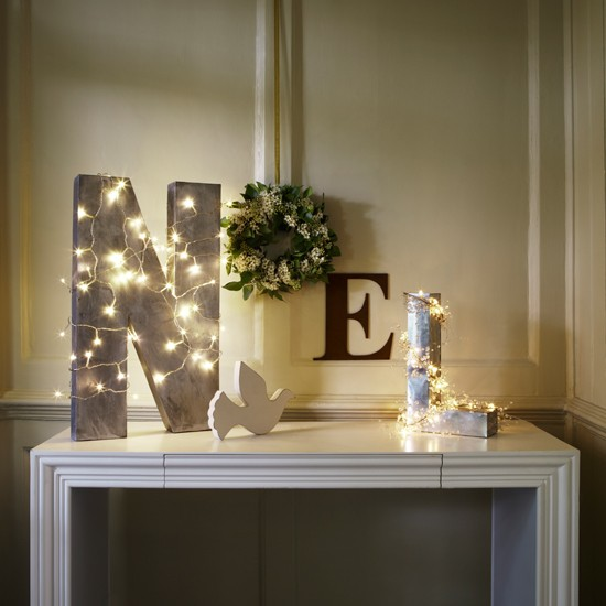 Create a festive table display | Christmas light decorating ideas | Christmas lights | Christmas decorating ideas | Homes & Gardens | Housetohome.co.uk