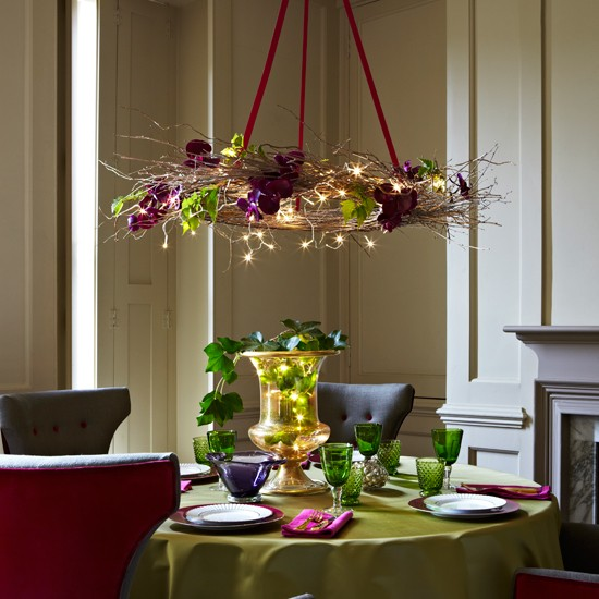 Add festive lighting to the christmas table christmas for Decoration xmas ideas