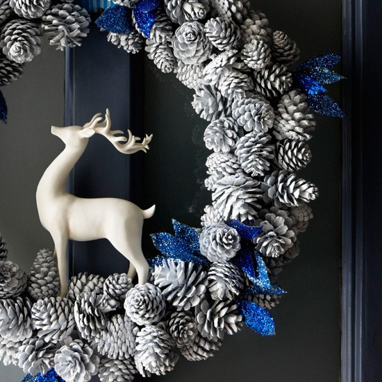 Make a pine cone wreath  Christmas style ideas  our pick
