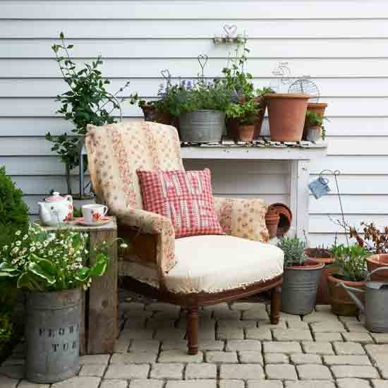 Cosy country garden | Garden decorating ideas | Garden | Country Homes & Interiors | IMAGE | Housetohome.co.uk
