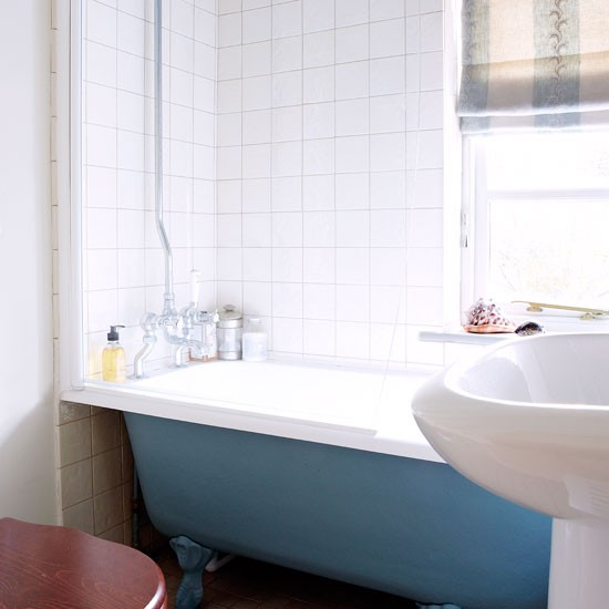 En-suite bathroom | Step inside this pretty Cotswolds cottage