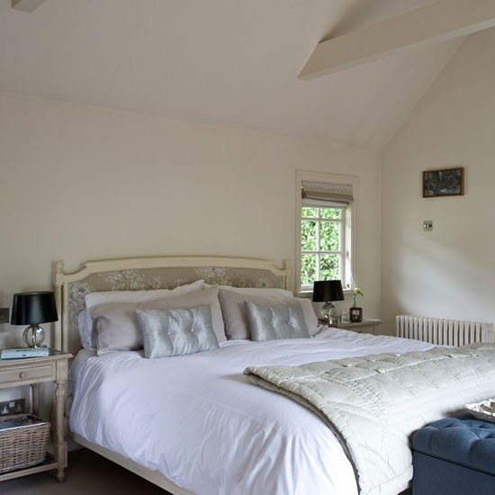 Bedroom | Buckinghamshire cottage | House tour | PHOTO GALLERY | Country Homes & Interiors | Housetohome.co.uk
