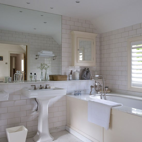 Bathroom be inspired by a buckinghamshire cottage for Small country bathroom designs