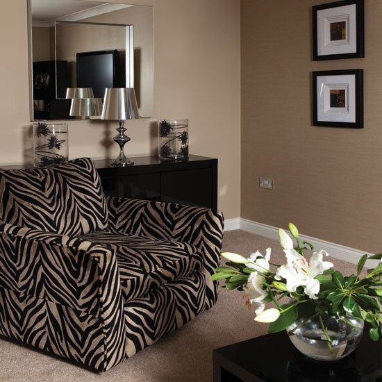 Bold zebra print living room living room for Animal print living room decorating ideas